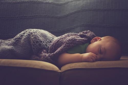 【赤ちゃん】子供の首の両側のしこり?これって結構やばいの!?原因や対策はコレ