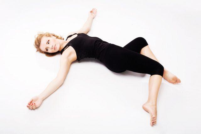 【痩せる】寝ながら簡単5つのストレッチ!寝たままでもおなか・お尻・太ももを効果的に引き締めます