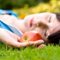 放置が危険!?ハロウィン菓子の定番『リンゴ飴』とリステリア症の関係は?