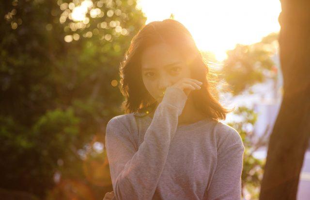 乾燥肌で顔がカサカサ粉を吹いて恥ずかしい!対策と根本から解消する方法