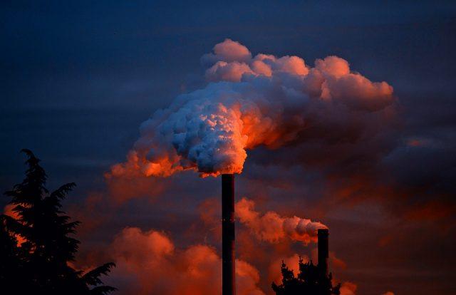PM2.5がもたらす健康被害が尋常じゃない!?大気汚染で〇〇万人が死亡